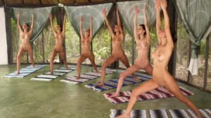 Nackt Yoga Erfahrungen mit Elke Lechner