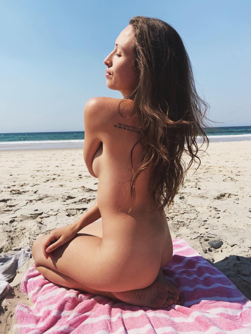 Die Nackt Bloggerin