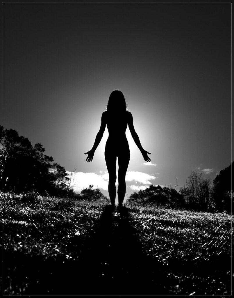 Yoga unbekleidet: Enthüllt den wahren Geist des Yoga.