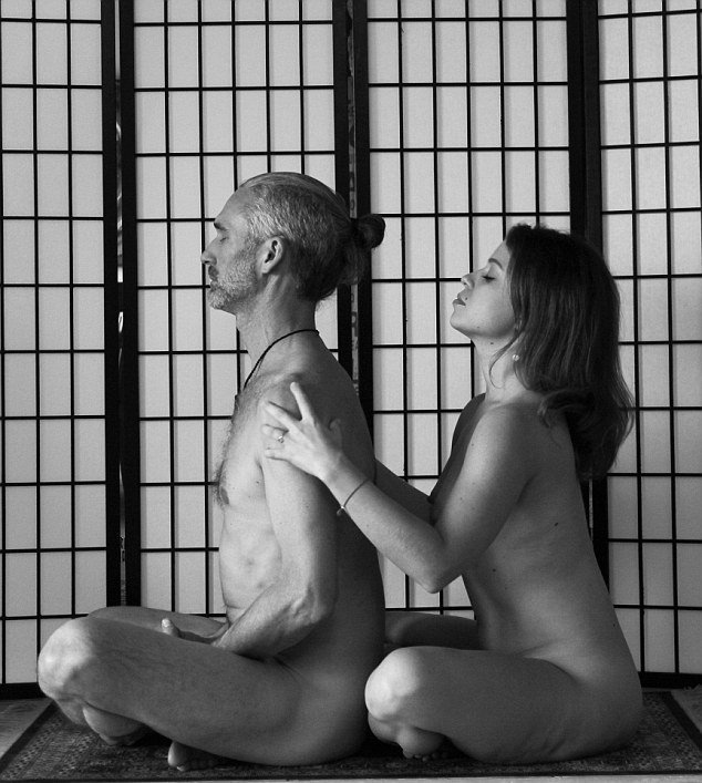 10 Tipps um negative Emotionen mit Nacktyoga zu überwinden