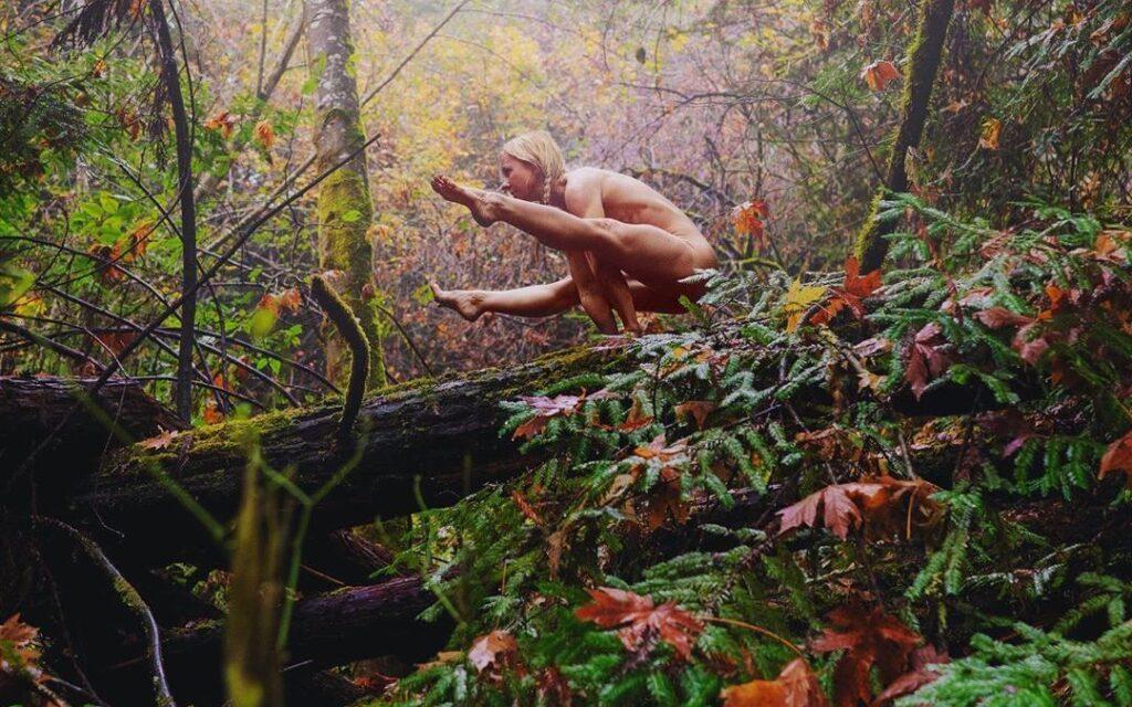 Die Zeit der Göttin Asana ist ein sexy Nackt Yogi