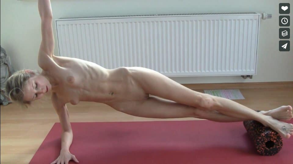 Nackt Yoga Video: Faszienrolle