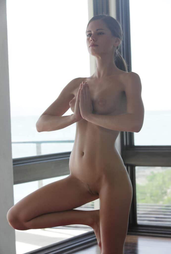 Nackt Yoga Asanas : Der Baum