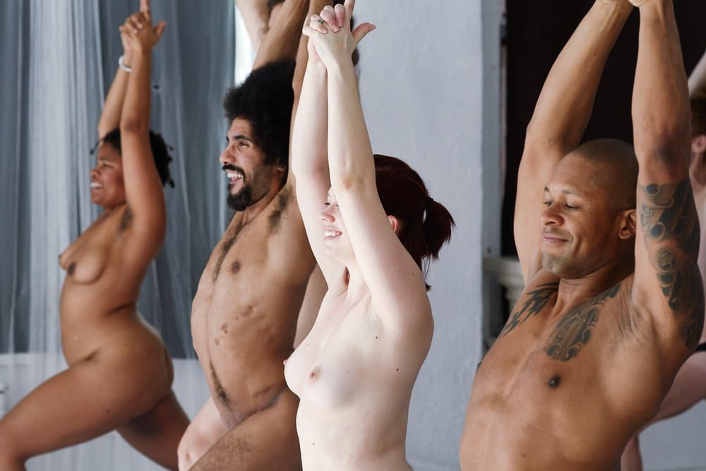 Nackt-Yoga für Paare - ein Interview