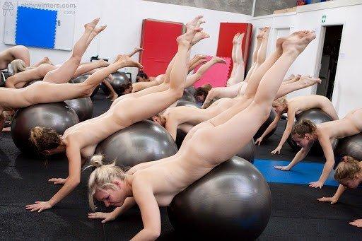 Nackt Fitness und Nackt Yoga - ein erotisches Risiko eingehen