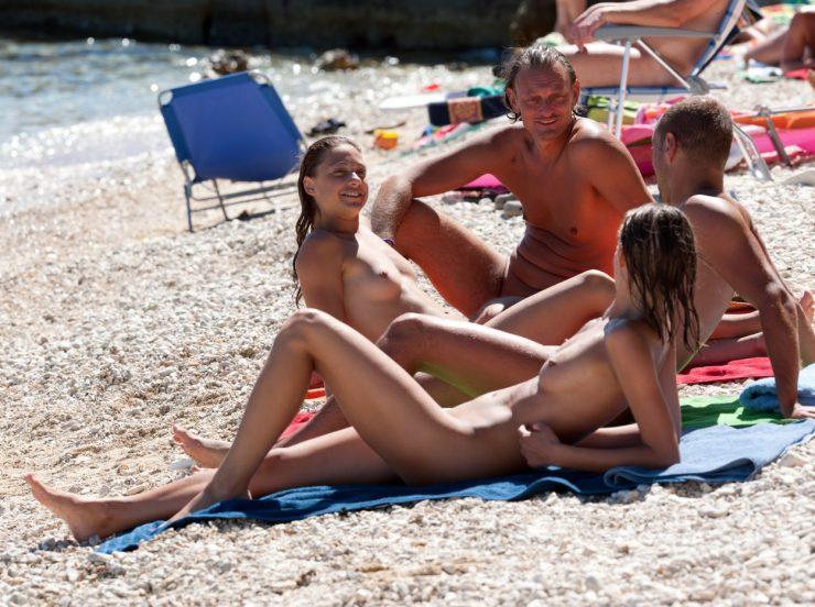 Ein Wochenende in einem örtlichen Nudistenpark zu verbringen