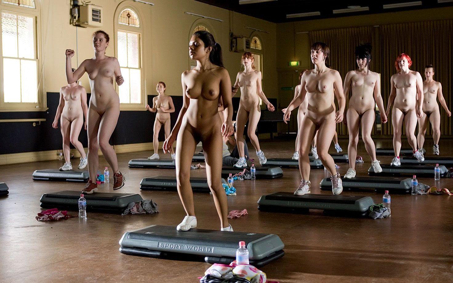 Yoga nackt sport Yoga Naked