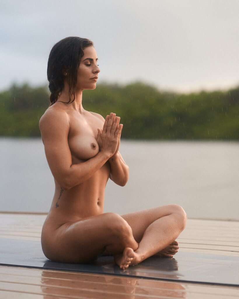 Nackt Hatha-Yoga