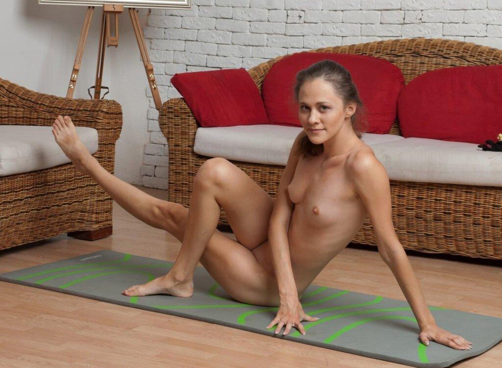 Nude Yoga - Naked Yoga - Nackt-Yoga