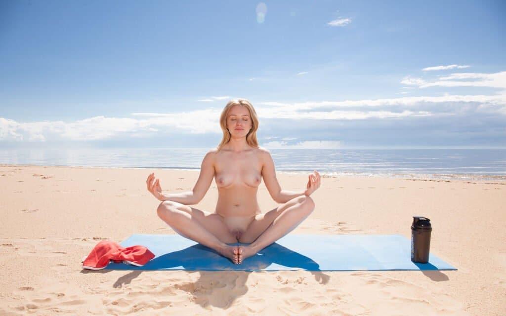 Nackt Yoga Nackt Meditation am Strand