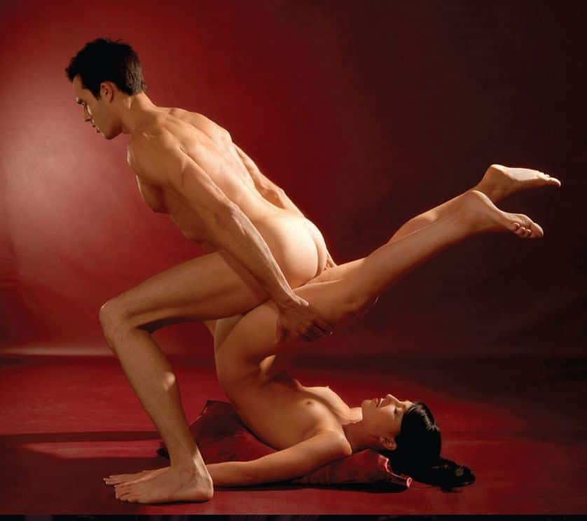 Gerne darfst du die Teilnehmer Deiner Nacktyoga-Gruppe ficken, aber bitte erst nach der Yogastunde ;)