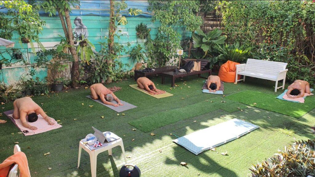 Nackt Yoga Klassen gibt es Weltweit