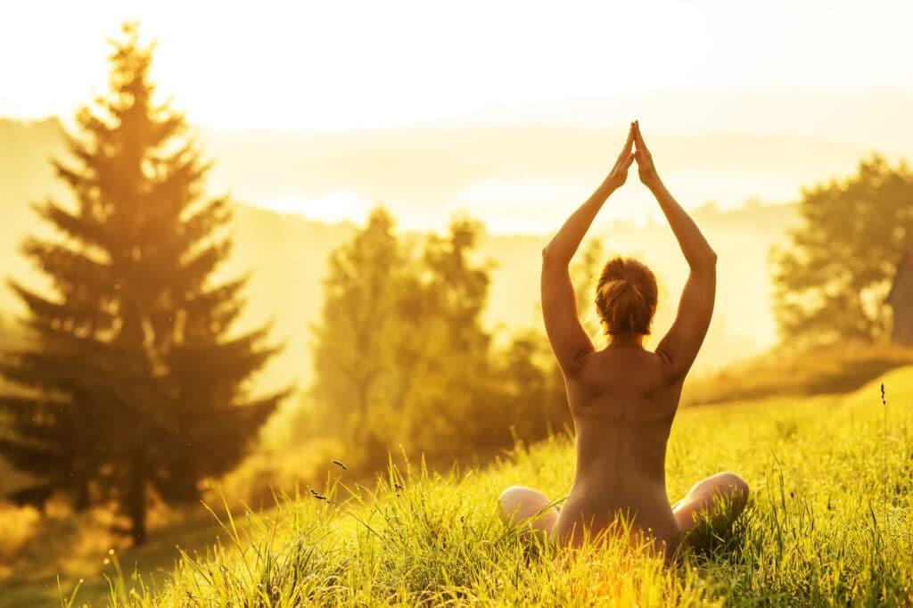 Wie Nackt-Yoga dein Leben verändern könnte