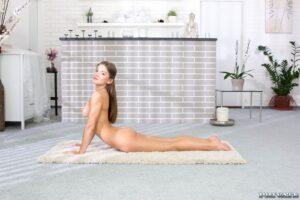 Nackt-Yoga Übung Pose