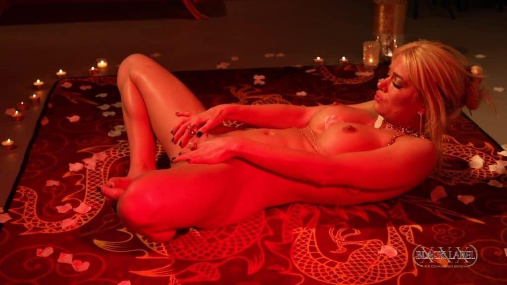 Om Lounge Nacktyoga mit Serene Siren Selbstbefriedigung, Serene Siren
