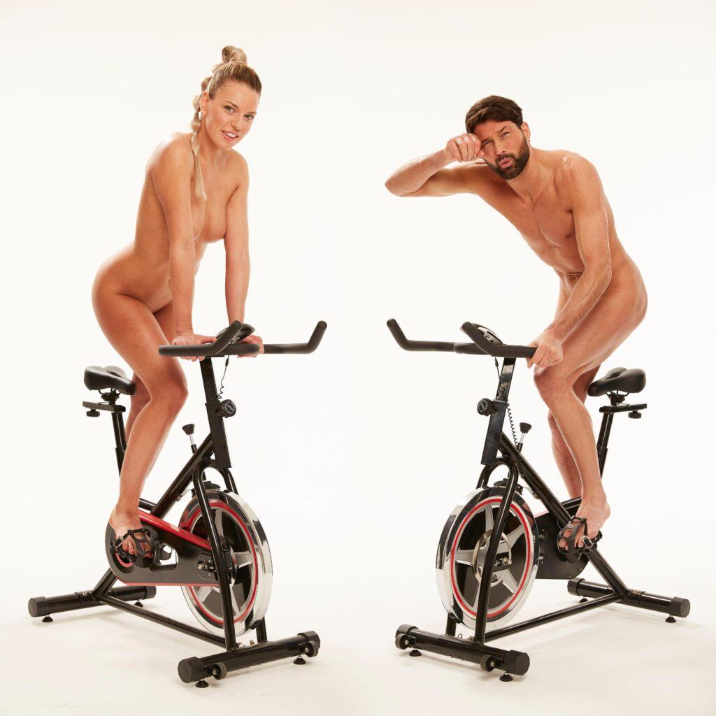 Nackt-Pilates und Nackt-Übungen sind nicht für jeden etwas, aber das Au-Natural-Workout wird immer beliebter